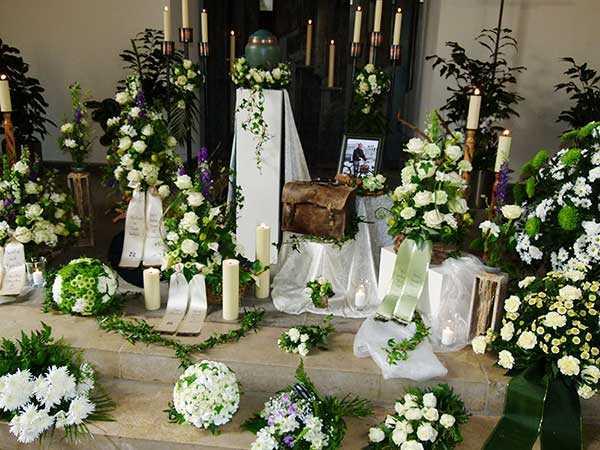 traditionelle  Bestattungen